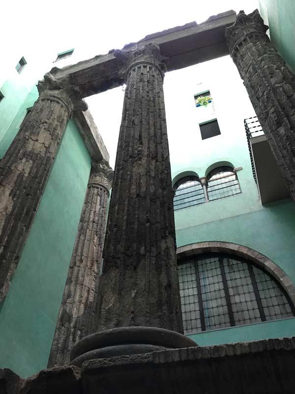 barcelona-romana-temple-august