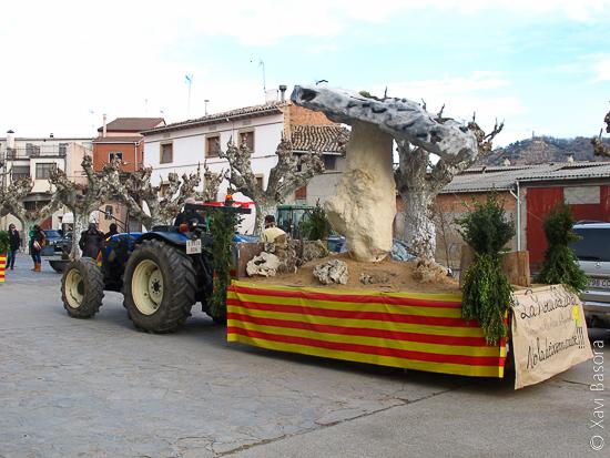 La carrossa de la roca del Bolet durant la festa de Sant Antoni a de Figuerola d'Orca. © Xavi Basora